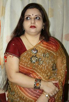 Tribute to all Mature Aunty Maals in the Film Industry - Page 6 Indian Natural Beauty, Indian Beauty Saree, Indian Sarees, Beauty Full Girl, Beauty Women, Vidya Balan Hot, Aunty In Saree, Grace Beauty, Beautiful Women Over 40