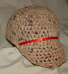 Recycled Plastic Baseball Cap free crochet pattern Source by ilsesiemer . Plastic Bag Crafts, Plastic Bag Crochet, Recycled Plastic Bags, Plastic Shopping Bags, Plastic Grocery Bags, Plastik Recycling, Free Crochet, Crochet Hats, Wallpaper Wall