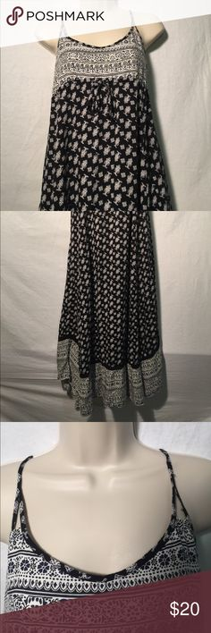 American Eagle Black and White Maxi Dress Beautiful and feminine black and white summer maxi dress. In excellent pre-owned condition with no signs of wear. Feel free to contact me for measurements or questions! American Eagle Outfitters Dresses Maxi