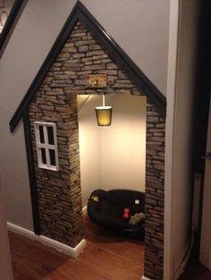 Under-stairs dog house – Dog Kennel Animal Room, Animal House, Under Stairs Dog House, Room Under Stairs, House Stairs, Pet Stairs, Harry Potter Casas, Dog Bedroom, Bedroom Decor