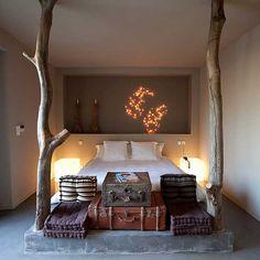 Et smukt soveværelse der skaber ro omkring dig. Smukt indrettet i soveværelset som at sove i skyerne.