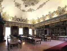 "Biblioteca Nazionale di Napoli ""Vittorio Emanuele III""  Sala Lettura  #biblioteche #libraries"