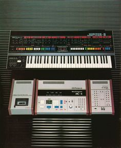Roland Jupiter 8 & MC 4 youtubemusicsucks.com #roland #jupiter8 #synth