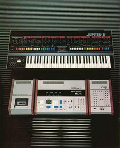Roland Jupiter 8 & MC 4 youtubemusicsucks.com #roland #jupiter8 #synth
