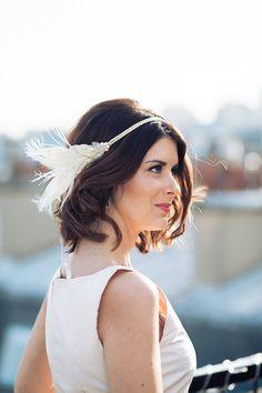 Headband Réséda – accessoire de coiffure de mariage – plumes – perles swarovski - Sautoir et Poudrier