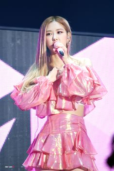 Photo album containing 40 pictures of Rosé Blackpink Concert, Concert Outfits, Stage Outfits, Concert Makeup, Party Outfits, Kim Jennie, Kpop Girl Groups, Korean Girl Groups, Kpop Girls