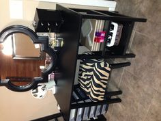 Makeup Vanity Hobby Lobby Celebrity - got a cheap desk and turned it into my vanity. Easy Hobbies, Hobbies For Men, Cheap Hobbies, Hobby Desk, Hobby Room, Vanity Room, Diy Vanity, Hobby Lobby Furniture, Furniture Redo
