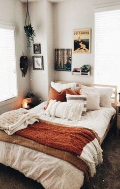 - A mix of mid-century modern, bohemian, and industrial interior style. Home and. - – A mix of mid-century modern, bohemian, and industrial interior style. Home and… – A mix o - Cozy Small Bedrooms, Cream Bedrooms, Small Rooms, Small Spaces, Bedroom Small, Small Small, Small Bathrooms, Blue Bedrooms, Room Ideas Bedroom