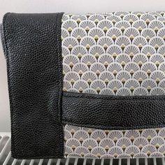 Pochette Cachôtin en simili noir et coton éventails cousue par Stephany - Patron Sacôtin