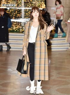 Lee Sung Kyung Photoshoot, Lee Sung Kyung Fashion, Korean Street Fashion, Airport Fashion, Airport Style, Actors & Actresses, Casual Outfits, Normcore, Entertainment