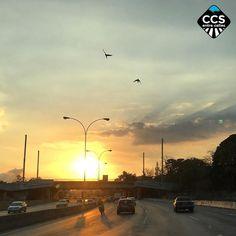 Te presentamos la selección del día: <<ATARDECERES>> en Caracas Entre Calles. ============================  F E L I C I D A D E S  >> @clovalladares << Visita su galeria ============================ SELECCIÓN @teresitacc TAG #CCS_EntreCalles ================ Team: @ginamoca @huguito @luisrhostos @mahenriquezm @teresitacc @marianaj19 @floriannabd ================ #atardecer #1atardecervenezolano #Caracas #Venezuela #Increibleccs #Instavenezuela #Gf_Venezuela #GaleriaVzla #Ig_GranCaracas…