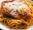 This recipe for Chicken Pizzaiola is a family favorite! Spaghetti noodles with pepperoni and cheese covered chicken. Great Recipes, Dinner Recipes, Favorite Recipes, Italian Dishes, Italian Recipes, Recipes From Heaven, Lunches And Dinners, Pasta Dishes, Carne