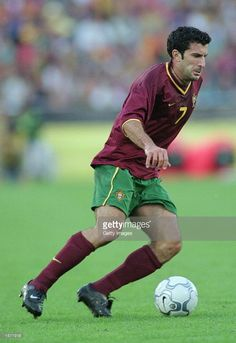 Luis Figo of Portugal dribbles the ball during the FIFA 2002 World Cup Qualifier against Estonia played at the Jose Alvalade Stadium in Lisbon, Portugal. Photo by Nuno Correira. Best Football Players, World Football, 2002 World Cup, Portugal Soccer, World Cup Qualifiers, Coach Quotes, Sporting, Vintage Football, Lisbon Portugal