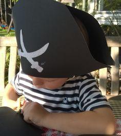 Piratenhüte zum Selberbasteln - viele Ideen für den Piratengeburtstag mit Anleitung www.achistdasnett.com