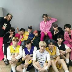 Bts and txt Bts Group Photos, Family Photos, Jikook, Fandom Kpop, The Big Hit, Big Big, Bts Aesthetic Pictures, Wattpad, Bts Pictures