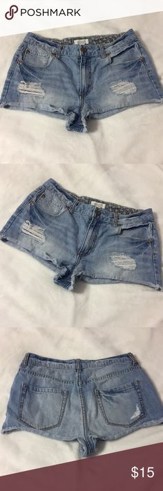• d e n i m  s h o r t s •  4/$20 LIKE NEW; USED ONCE! Super cute high waisted shorts   Doesn't fit me anymore Forever 21 Shorts Jean Shorts