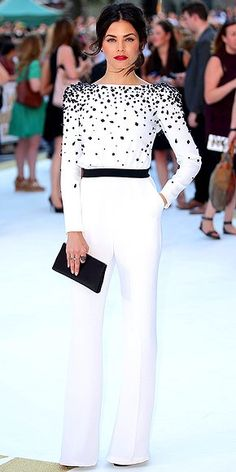 A white jumpsuit with a black bag Hijab Fashion, Fashion Dresses, Elegantes Outfit, Mode Inspiration, Dress To Impress, Ideias Fashion, Evening Dresses, Celebrity Style, Womens Fashion