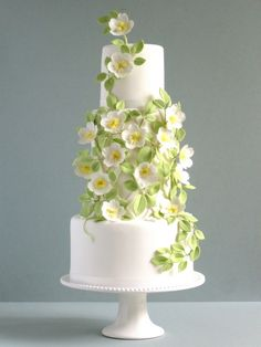 Simple but spectacular wedding cake design of gumpaste blossoms and leaves Beautiful Wedding Cakes, Gorgeous Cakes, Pretty Cakes, Amazing Cakes, Cake And Bake Show, Wedding Trellis, Wedding Cake Inspiration, Floral Cake, Wedding Cake Designs