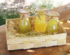 Okurková limonáda je nejbáječnější osvěžující letní nápoj. Možná i vám sem tam zůstane šťáva z okurek (třeba při výrobě tzatziki). Odteď nevylévejte, ale udělejte si báječný jednoduchý sirup, ze kterého připravíte osvěžující limonádu, jako dělanou pro žhavé letní dny. Odměřte okurkovou šťávu, nalijte do hrnce a na každý 1 litr okurkové šťávy přidejte šťávu z½ […]