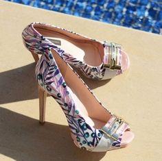 Bolsa e sapato na moda feminina verão