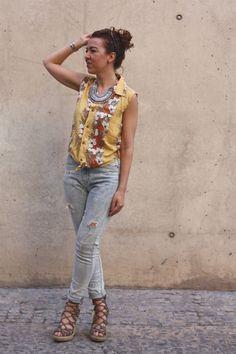 Camisa: Camisas Hawaianas, Mom jeans Bershka Collar Stylemoi, cuñas Steve Madden