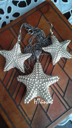 Silver starfish earrings and pendant set.The pendant is made of 8/o-s and 11/o-s, the earrings are made of 11/o-s and 15/o-s. Made by HTünde.