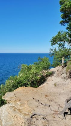 michigan hiking trails. things to do in michigan. upper peninsula, up north. midwest road trip. lake superior. national park vacation. pictured rocks national lakeshore. great lakes vacation. summer road trip. adventure travel vacation ideas. usa travel destinations. united states. america. Midwest Vacations, Michigan Vacations, Michigan Travel, Vacation Trips, Vacation Ideas, North Country Trail, Pictured Rocks National Lakeshore, Picture Rocks, Us Travel Destinations