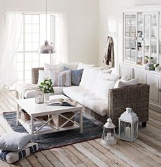 side room if tv Coastal Style: Shabby Chic Beach Cottage Home Decor Inspiration, Home Living Room, Home, Coastal Living Room, Cool Room Designs, House Styles, House Interior, Coastal Living Rooms, Home And Living