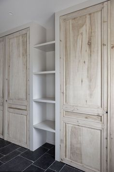 Pantry reclaimed door built ins : Pantry reclaimed door built ins Oak Interior Doors, Reclaimed Doors, Bedroom Cupboards, Build A Closet, Wardrobe Doors, Trendy Home, Closet Bedroom, Bars For Home, Built Ins
