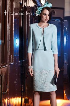 Vi auguriamo un #Buonlunedì con questo splendido tailleur in crêpe #color acqua con applicazioni in pizzo chantilly. Scoprite l'intera #collezione2016 su http://fabianaferri.com/ #collection2016 #newdress #elegance #dress #beautiful #fashion #photo #pic