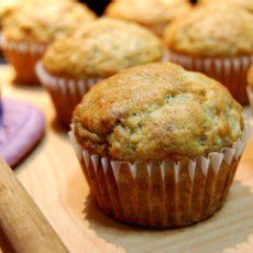 Bisquick Banana Muffins Original pinner said; These are the best banana muffins I've ever had! Zucchini Muffins, Healthy Banana Muffins, Yogurt Muffins, Low Calorie Banana Bread, Corn Muffins, Mini Muffins, Bisquick Recipes, Ww Recipes, Muffin Recipes