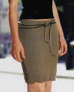 Облегающая вязаная мини юбка спицами