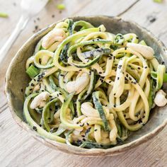 Vegetarischer Zoodle-Erdnuss-Salat_featured