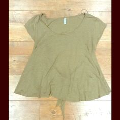 Free People Green Tie Back Shirt Really comfy t-shirt! Has a tie back that is slightly open :D Free People Tops