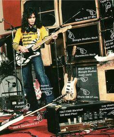 Edward Van Halen Guitar amps effect collection tone guitar rig 1978 1979 1980 1981 1982 Guitar Rig, Music Guitar, Cool Guitar, Playing Guitar, Guitar Players, Guitar Pedals, Eddie Van Halen, Alex Van Halen, Van Halen 5150