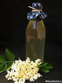 Mézeskalács konyha: Bodzaszörp Food And Drink, Vase, Drinks, Bottle, Home Decor, Elder Flower, Drinking, Beverages, Decoration Home