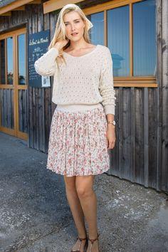 Jupe courte femme été plissée liberty avec élastique doré Jeans, Lace Skirt, Skirts, Fashion, Fashion Now, Winter Collection, Skirt, Fashion Ideas, Woman