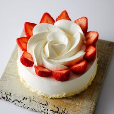 Here comes the strawberry season! The season of the most popular strawberry cream cake is here! Strawberry Cream Cakes, Strawberries And Cream, Pretty Cakes, Cute Cakes, Mini Cakes, Cupcake Cakes, Roll Cakes, Japanese Cake, Cute Desserts