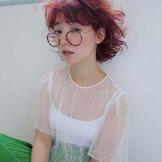 HAIR(ヘアー)はスタイリスト・モデルが発信するヘアスタイルを中心に、トレンド情報が集まるサイトです。20万枚以上のヘアスナップから髪型・ヘアアレンジをチェックしたり、ファッション・メイク・ネイル・恋愛の最新まとめが見つかります。 Hair Inspo, Hair Inspiration, Modern Mullet, Japanese Hairstyle, Hair Goals, New Hair, Asian Girl, Portrait Photography, Short Hair Styles