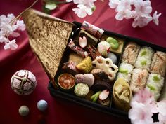 毎年好評の「コンラッド東京」の日本料理「風花」のテイクアウト花見弁当が今年も登場。これまでの1日5個から10個に個数を増やし、「春の宴」をテーマに販売する。