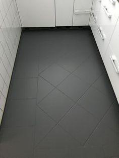 tiles with chalk paint - MissPompadour - DIY chalk paint-with- -Painting tiles with chalk paint - MissPompadour - DIY chalk paint-with- - Kreidefarbe-diy Fliesen streichen mit Kreidefarbe alt= DIY Bathroom Floor Tiling Painting Tile Floors, Painted Floors, Painting Ceramic Tile Floor, Paint Floor Tiles, Painting Bathroom Tiles, Tile Flooring, Porcelain Tile, Diy Casa, Floating Shelves Diy