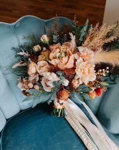 Wedding Flower Design, Wedding Arch Flowers, Bridal Flowers, Floral Wedding, Wedding Colors, Orange Wedding Flowers, Fall Wedding Arches, Fall Bouquets, Fall Wedding Bouquets