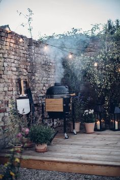 Gluten-free Pizza with the Monolith Ceramic Grill - Our Food Stories Terrace Garden, Garden Spaces, Back Gardens, Outdoor Gardens, Roof Gardens, Garden Living, Home And Garden, Ceramic Grill, Cozy Backyard