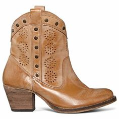 Sweet Cowgirl Boots #boots #cowboy #cowgirl #fashion #outfit