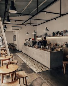 Check for more Coffee Shops Inspiration and Interior Ideas 😉 To be a functioning human, all coffeelovers need a cup (or two or three) of coffee every morning and need to know the best coffee shops around the world! Japanese Coffee Shop, Small Coffee Shop, Best Coffee Shop, Coffee Shops, Cafe Shop Design, Coffee Shop Interior Design, Coffee Design, Japanese Restaurant Interior, Restaurant Design