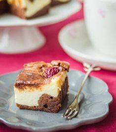 Sernikobrownie z wiśniami Keto Recipes, Cooking Recipes, Tiramisu, Slow Cooker, Cheesecake, Food And Drink, Ethnic Recipes, Chef Recipes, Cheesecakes