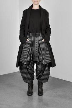 BOWIE PANT Mode Alternative, Alternative Fashion, Sarouel Pants, Mode 3d, Moda Chic, Character Outfits, Dark Fashion, Pants For Women, Fashion Dresses