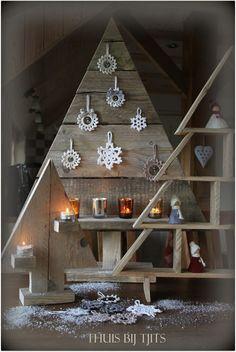 Thuis bij Tjits/ kerstbomen van sloophout!