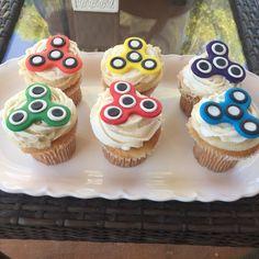 Savory magic cake with roasted peppers and tandoori - Clean Eating Snacks Fidget Spinner Cakes, Cupcake Toppers, Cupcake Cakes, Cupcakes Decorados, Hazelnut Cake, Baking Classes, Yogurt Cake, Fun Snacks For Kids, Cute Cupcakes