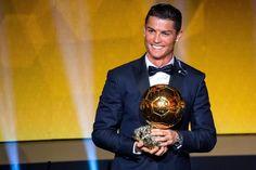 """Cristiano Ronaldo já sabe que ganhará """"Bola de Ouro 2016"""" pelo France Football https://angorussia.com/desporto/cristiano-ronaldo-ja-sabe-ganhara-bola-ouro-2016-pelo-france-football/"""